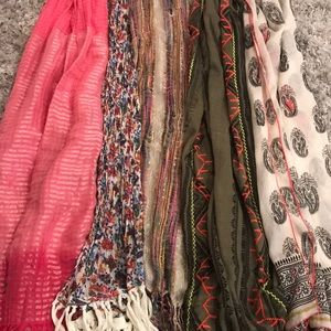 Scarf lot Maurices & American Eagle
